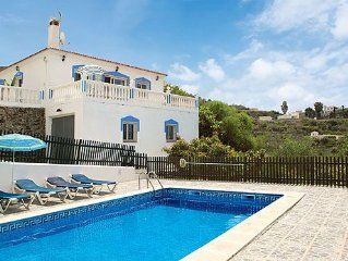 Country Villa close to Torrox w/pool & BBQ, a short drive from the beach