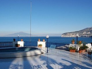 Villa Azzurra C is an elegant and welcoming apartment that is part of a villa b