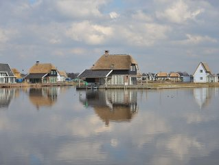 Luxury wellness villa with a jetty, located in Giethoorn