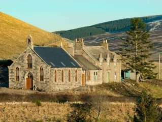 DEVERON VIEW, romantic, with open fire in Dufftown, Ref 917053