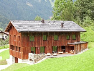 New, luxurious holiday home with parking garage near famous Mayrhofen