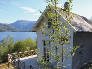 4 bedroom accommodation in Staveneset
