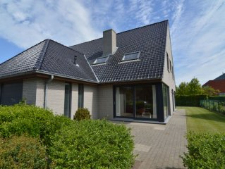 Beautiful, house with cosy interior in Ostend, walking distance from the beach