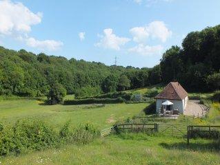 Apple Tree Cottage  -  a cottage that sleeps 4 guests  in 2 bedrooms
