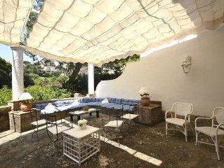 Villa Acquamarina e una spaziosa villa su due piani situata in una zona tranqui