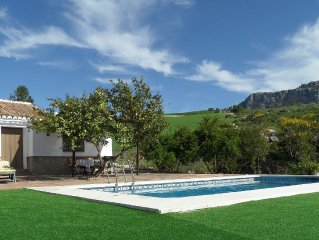 Rural holiday home with pool in the hinterland of the Costa del Sol
