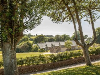 Natural Retreats Trewhiddle - Beautiful stone clad 2 bedroom cottages situated