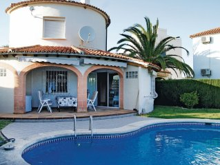 3 bedroom accommodation in Oliva