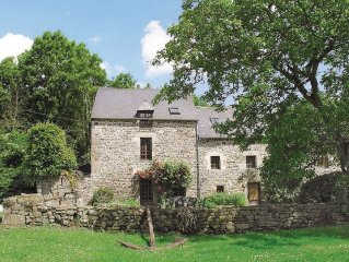 3 bedroom accommodation in Dinan Port