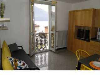 Apartment Il Bosso 306 with beautiful lake view and large pool. Just 100 meters
