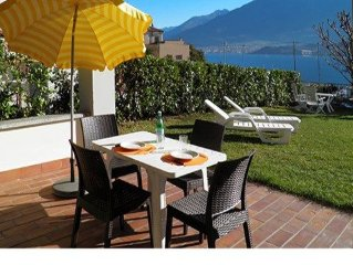 Apartment Il Bosso 101 with covered terrace just 100 meters from the lake and w