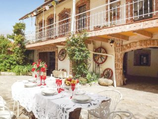4 bedroom accommodation in Belvedere Langhe CN