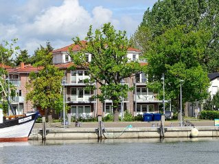 Lovely apartment with a direct view of the marina Lauterbach.