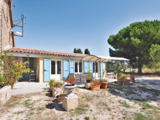 2 bedroom accommodation in La Garde