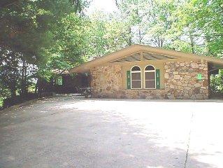 5 BR 5BA private family, executive retreat on 8 acres in Gatlinburg