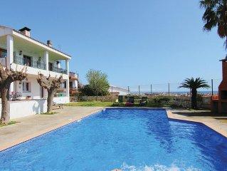 5 bedroom accommodation in Pineda de Mar
