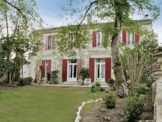 7 bedroom accommodation in Floirac
