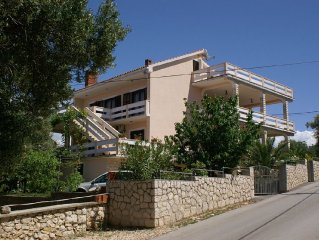 Apartment in Lun (Pag), capacity 4+1