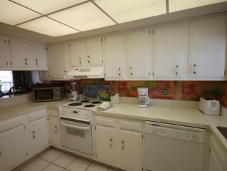 2BR / 2BA - Great views of the sound and Fort Walton Beach