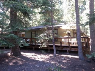 Cute 2br Dog-Friendly Cabin with Hot Tub, Backing up to National Forest!