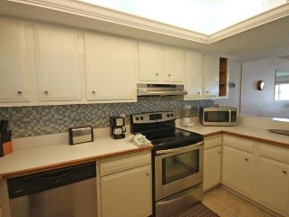 2BR / 2BA - Beautiful views of the Gulf and pool