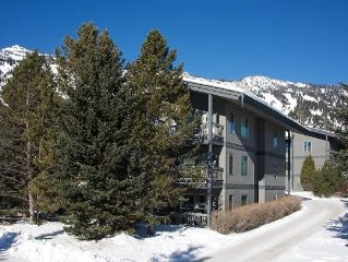 3bd/3ba Rendezvous D 2: 3 BR / 3 BA condominiums in Teton Village, Sleeps 8