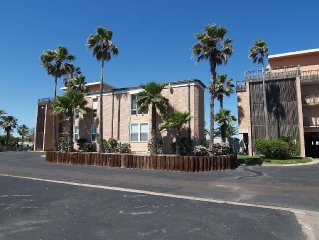 2 bedroom 2 bath condo in the heart of Port Aransas! Ship Channel view!