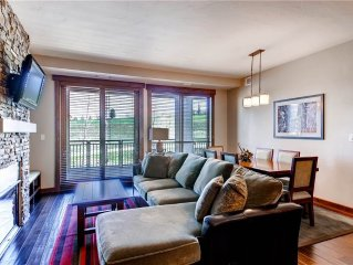 Stylish Condo w/Wood Floors, Cozy Fireplace and a Gourmet kitchen