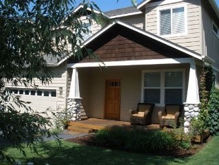Westside favorite with a hot tub - Perfect for skiing, biking and golf!