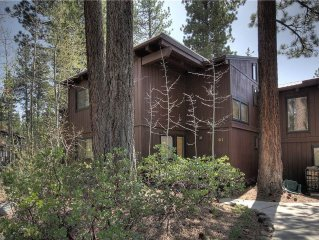 Cozy 4br Condo with HOA, Close to Tahoe City, Great Value!