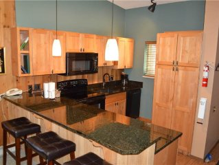 Outstanding Remodeled Two Bedroom Condo On Free Shuttle Route to Winter Park Re