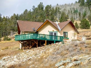 Divine Vista - Unique Home near X-Country Skiing, Large Deck, King Bed, Satelli