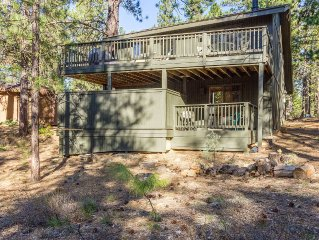 Large Deck Overlooking Wooded Setting, Walk to Village & Starbucks-Coyote 19