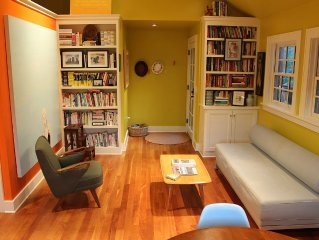 A Bright Writer's Loft Five Blocks from Downtown. Perfect for the Hip Couple!