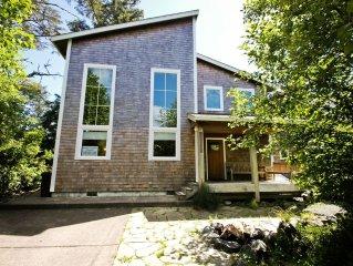 PELICAN'S LANDING~Spacious house in a quite neighborhood!!