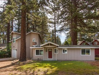 Darling upgraded cozy cottage in a quiet neighborhood, close to everything!