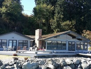 Lovely Bells Beach beachfront home with deck, 3, bed, 3 bath. (238)