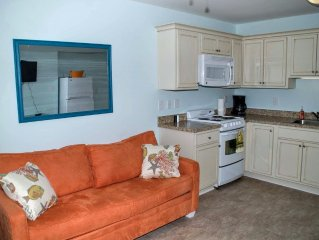 Oceanside, remodeled, one bedroom efficiency w/beach access and pool!