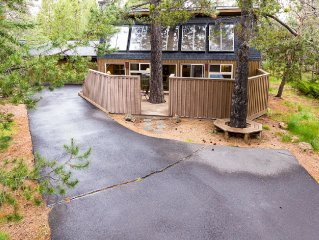 Lark 12 - 3 BR, Dog Friendly Home w/ Enclosed Deck, Hot Tub and Sun Room
