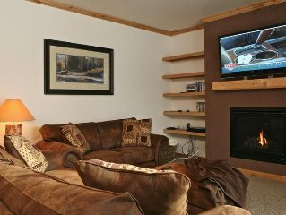 Perfect Package - King Bed, Pool, Hot Tub, Ski Shuttle & Shops Nearby