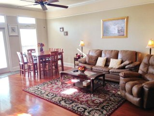 Beautiful 2 bedroom 2-1/2 bath Townhouse just steps to the Beach!