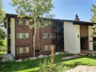 2Bd/1.5Ba Gros Ventre A12: 2 BR / 1.5 BA condominiums in Teton Village, Sleeps 6