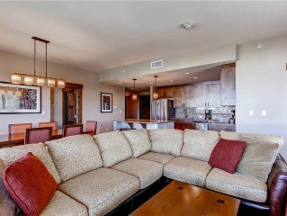 Spacious Deluxe Condo, Resort Style Amenities & No Additional Hskping Fees!