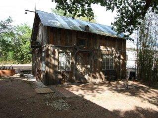 Elke's Horse Barn - Walking Distance to Main Street