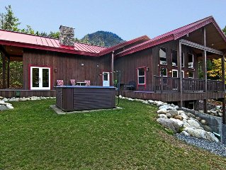 Spectacular Norwegian Lodge w/ Hot Tub & Mountain Views! Perfect for Groups!