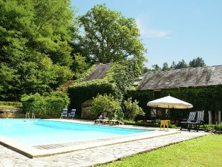 Quaint Holiday Home with Private Pool in Burgundy France