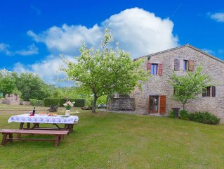 Rustic country house in the hills, large garden and private pool, nice view