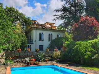 Apartment in a villa near Arezzo, spacious garden with hammock