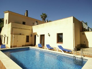Peacefully situated house with private swimming pool
