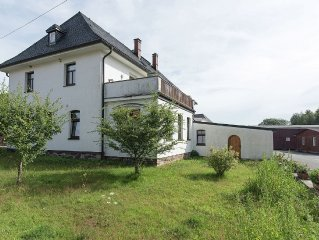 Cosy holiday home in Vogtland at edge of forest, with garden and stableyard